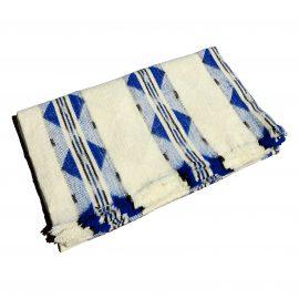 Eva couverture bleue pliee carre 1621